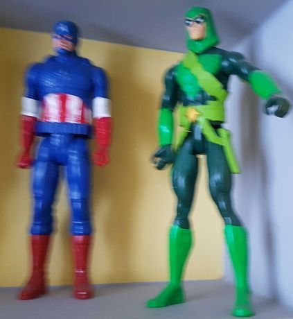 14 figurek Avengers i Star Wars ceny po 30 zł