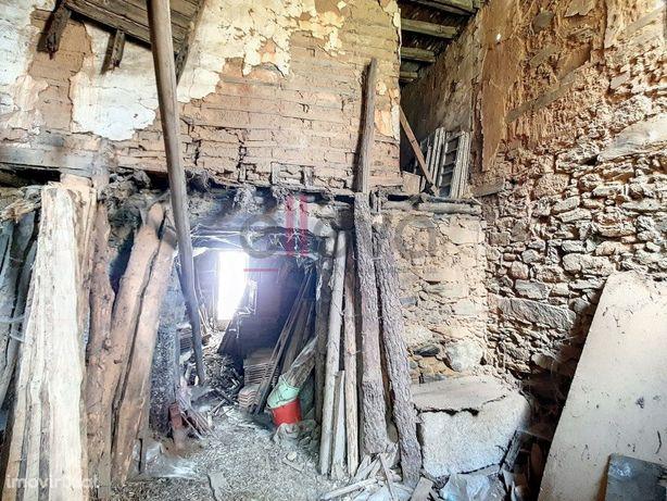 Moradia para reconstrução em São Vicente da Beira