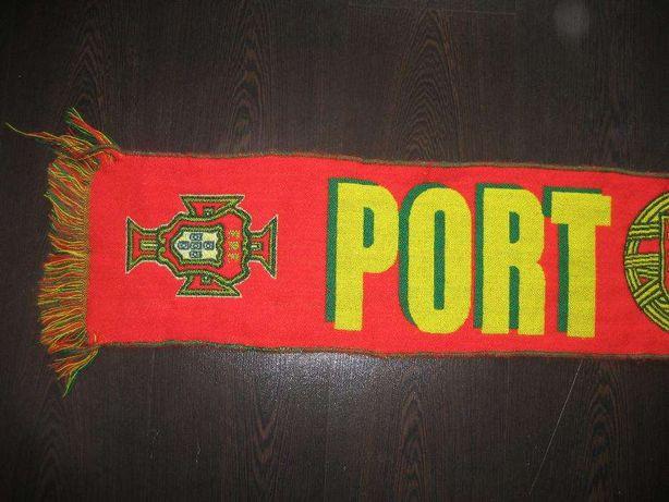3 Cachecois e 1 bandeira de Portugal