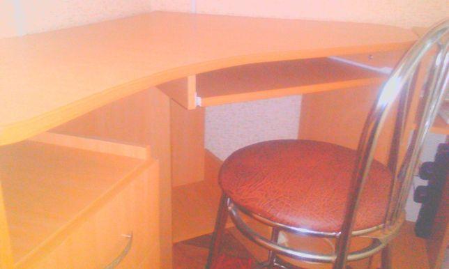 Срочно комп'ютерний стіл угловий