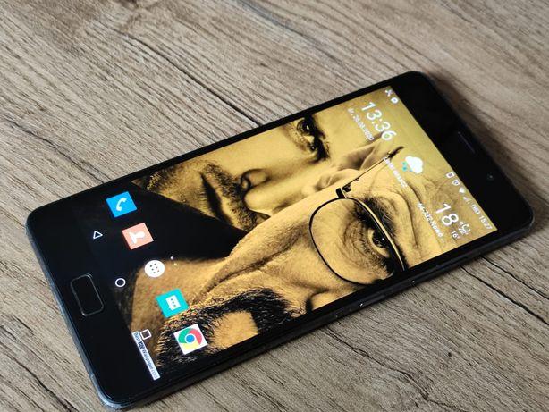 Lenovo P2. Bardzo solidny telefon.