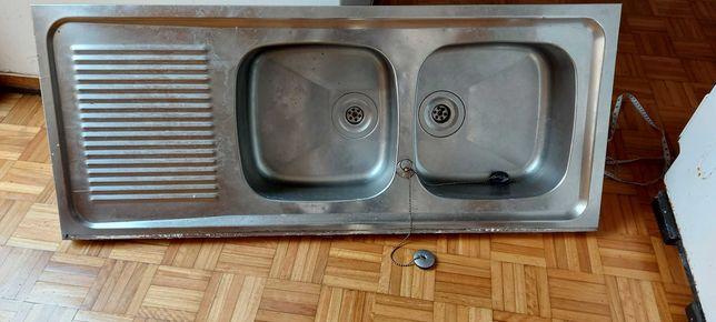 Lava loiça com duas cubas e escorredor