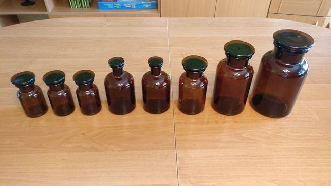 Butelki szklane z ciemnego szkła z korkami