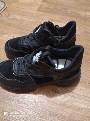 Кожаные кроссовки,FAVI,39-40размер