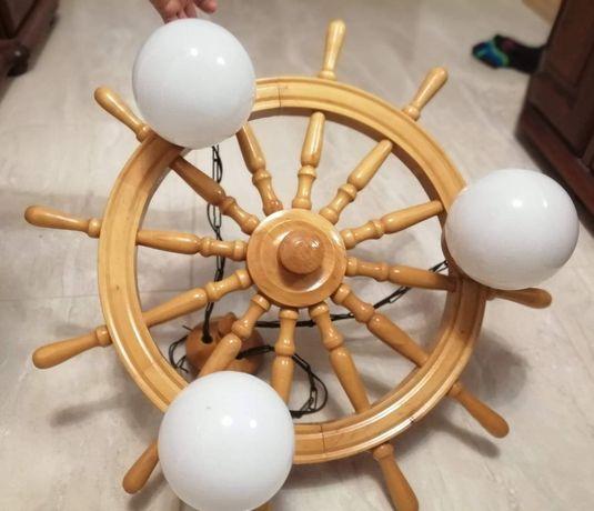 Lampa/żyrandol w kształcie steru