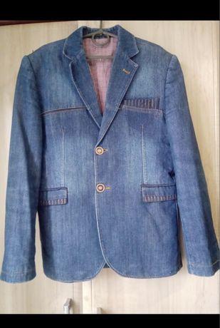 Джинсовый пиджак на мальчика 11-12 лет.