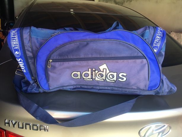 Спортивная сумка Adidas,вместительная и прочная,много карманов