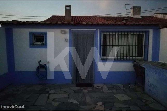 Casa alentejana em aldeia próxima a Beja