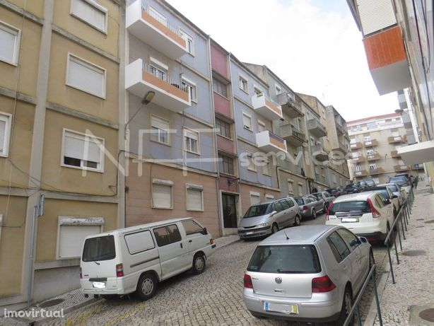 T2 com varanda e marquise no centro da cidade com cozinha...