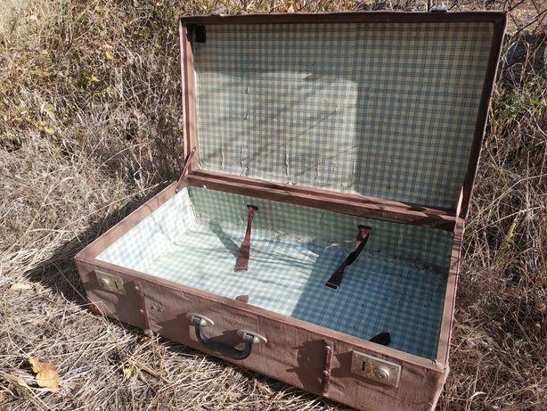 Продается ретро винтажный чемодан.