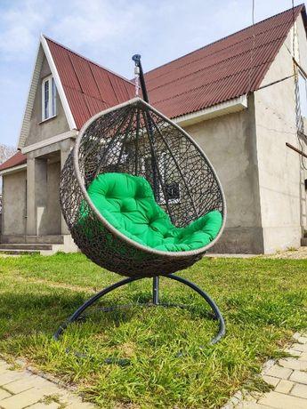 Кресло качелях с подушкой