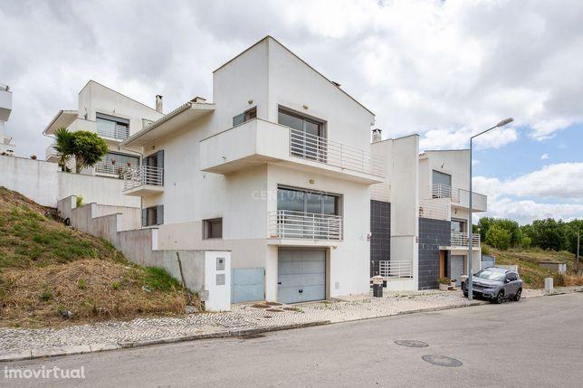 Viva no Campo numa Moradia 4 Quartos Traça Moderna a 33 km de Lisboa