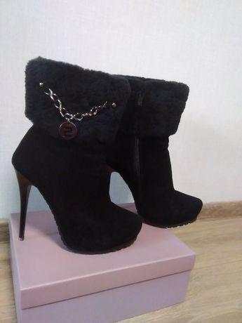 Продам красивые ботинки зима овчина натуральный замш 38р.