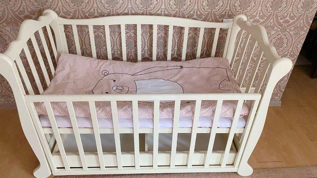 Детская кроватка+кокосовый матрас+одеялко и подушечка+постелька