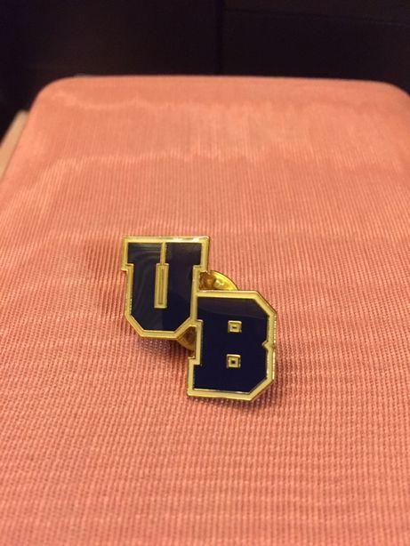 wpinka do butonierki Uniwersytet w Buffalo USA