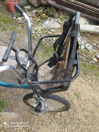 Fotelik rowerowy na kierownik