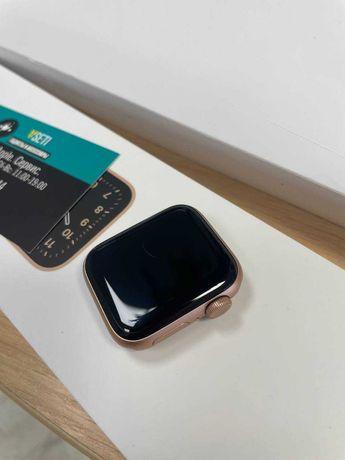 Apple Watch Series SE 40 mm Gold Полный комплект