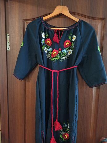 Продам новое платья вышиванка. Размер регулируется поясом.  46-50