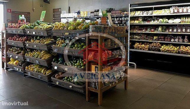 Minimercado Com Habitação