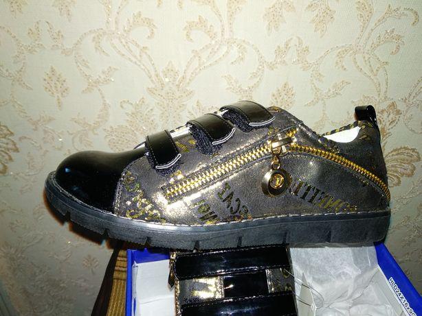 Ботинки для девочки(стелька 21 см)