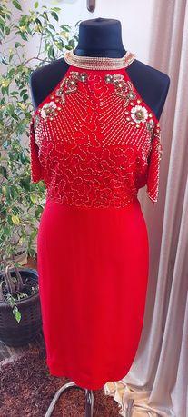 Sukienka czerwona , pięknie zdobiona ,nowa