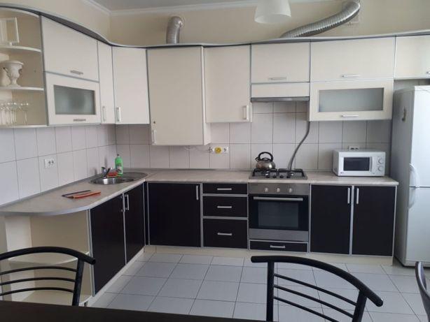 Двокімнатні просторі стильні апартаменти за Порт-сіті