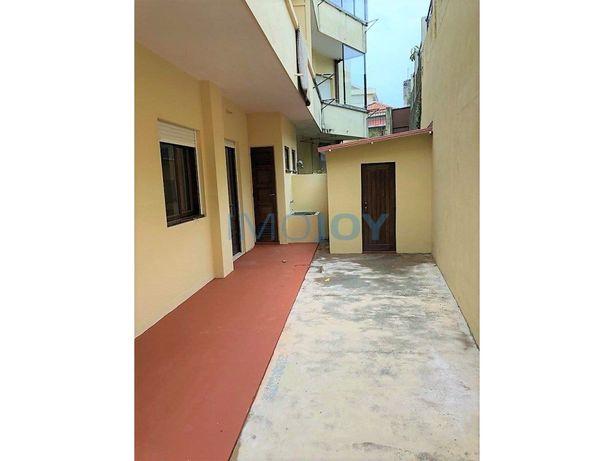 Apartamento T3 com Terraço na Fernão de Magalhães