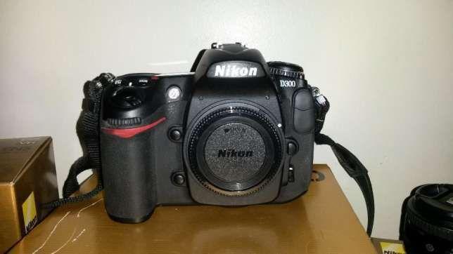 Nikon D300 + Bolsa + 2 cartões de memória CF