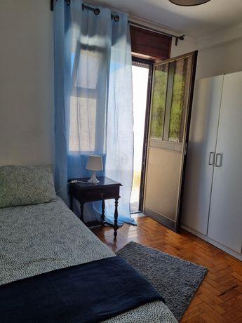 Arrendo quarto perto das universidades do monte da Caparica