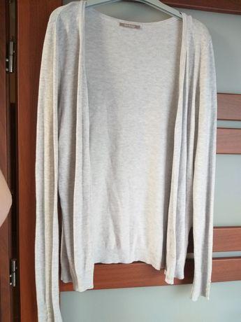 Szary zapinany sweterek