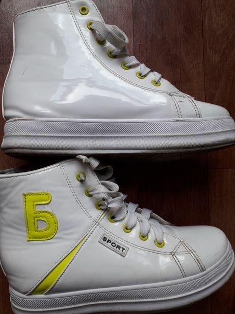 Buty adidasy sneakersy biale 39 lakierowane na koturnie