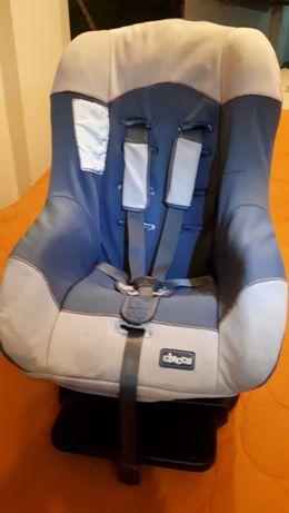 Vendo cadeira -auto de bebe da Chico em bom estado