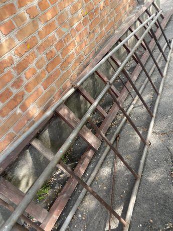 Трехметровая металическая лестница