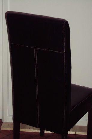 vendo quatro cadeiras pretas em pele sintética