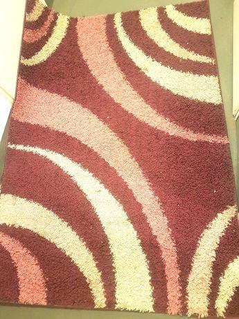 Piękny dywan shaggy