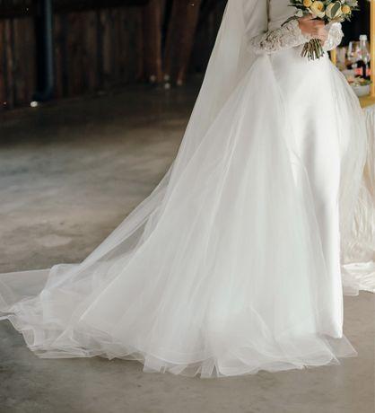 Весільне плаття. Шлейф дочіпний