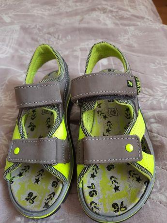 Продам дитячі сандалі Primigi