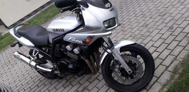 YAMAHA FZS 600 z roku 2001