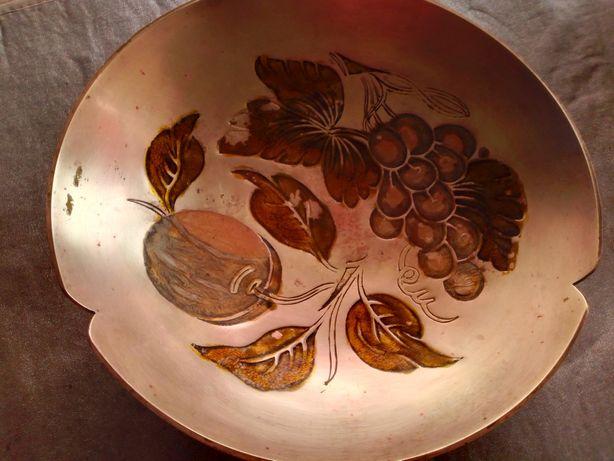 Diversos artigos de decoração em cobre antigo
