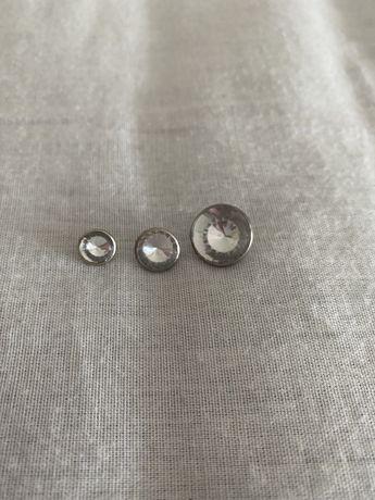 Botões com brilhante (pequenos, médios e grandes)