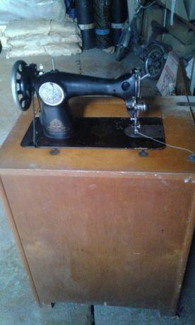 Швейная машинка Подольск ножная с тумбой