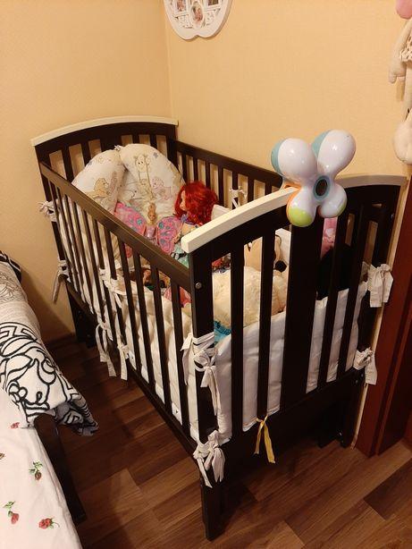 Продам дитяче ліжечко в комплекті