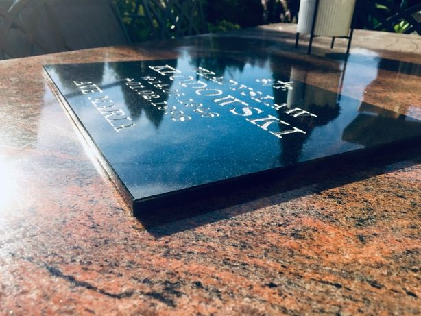 Tablica nagrobna GRANITOWA 30x40 wraz z 2 napisami