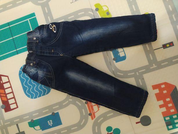 Зимние джинсы на мальчика 2-3 года