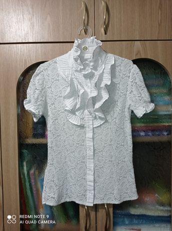 Белая блузка на 6-8лет