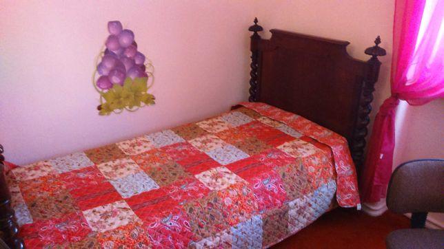 Lisboa (Olaias) a rapariga em apartamento partilhado só com 2 quartos