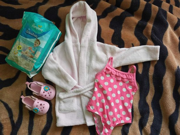 2x szlafrok,strój kąpielowy,Crocs, pieluchy Pampers. Basen