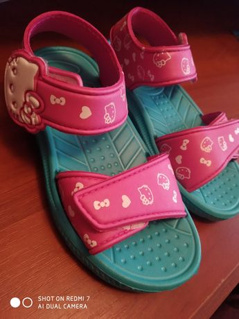 Продам детские сандалики