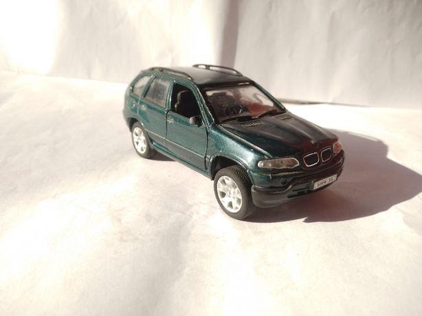 Model Metalowy BMW X5 otwierane drzwi