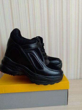 Продам кроссовки. Новые!!!